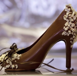 Čokoladna romantika - Page 2 Elegant-Chocolate-Shoe-300x298